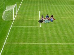 Fußballplatz- Picknick